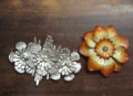 提供流行饰品,皮花,手钩花,珠片花,布花,以及各种服饰