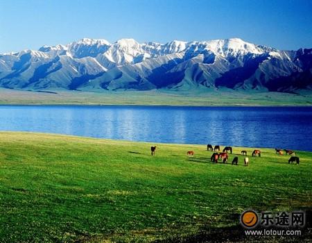 巴里坤湖 镶嵌在绿地毯上的明镜--天下风景--图游天下