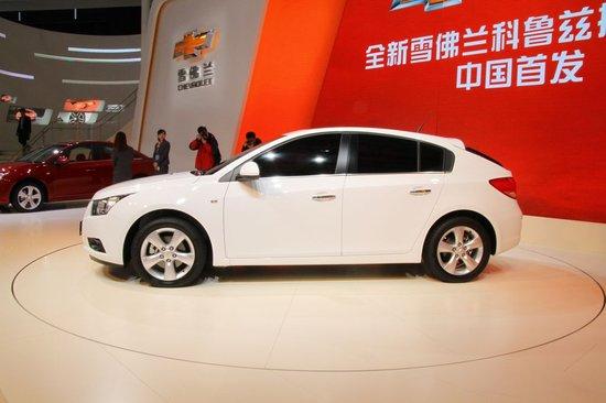 科鲁兹掀背车   科鲁兹动力排气管加装作业   在韩国首尔发布高清图片