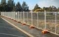 浸塑荷兰网厂家 波浪形护栏网立柱